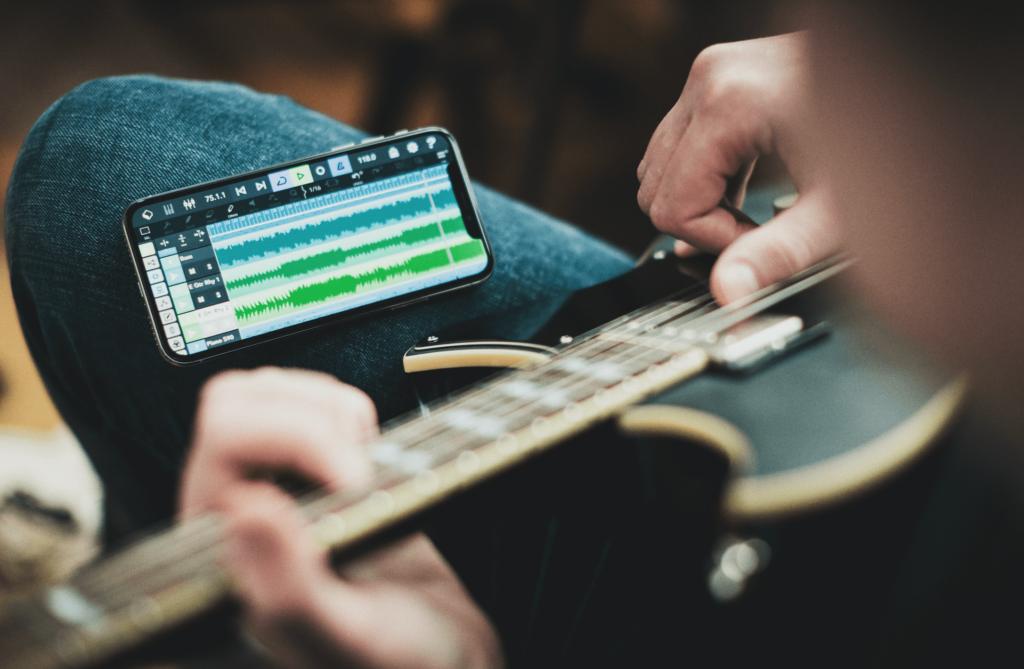 Cubasis 3 iPhone - manos tocando la guitarra